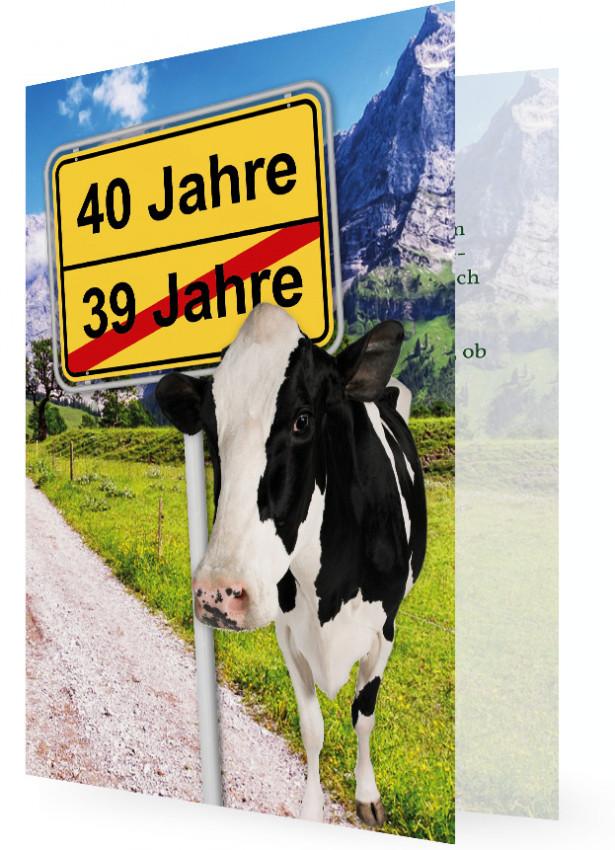 Witzige Einladung Zum 40. Geburtstag, Kuh Vor Ortsschild Mit Alter,  Hintergrund Mit Berge